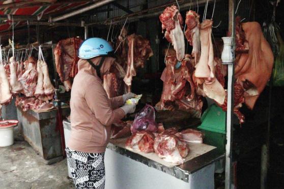 Nguồn cung thịt tươi khó khăn, TP Hồ Chí Minh cần 10.000 con lợn mỗi ngày - ảnh 1