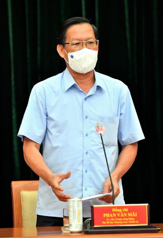 Phó Bí thư Thường trực Thành ủy TPHCM Phan Văn Mãi: Quyết liệt giãn cách, nhưng cũng chuẩn bị tâm thế cho tình huống xấu hơn - Ảnh 1.