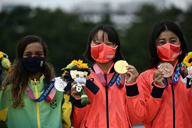 Olympic Tokyo | Nhà vô địch 13 tuổi đi vào lịch sử Nhật Bản - Ảnh 2.