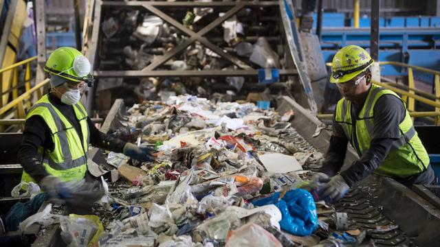 Thu gom, xử lý rác thải mang lại lợi nhuận khủng cho công ty Mỹ - Ảnh 1.