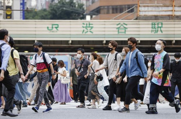 Số ca nhiễm mới COVID-19 tại Nhật Bản vượt 10.000 ca/ngày - Ảnh 1.