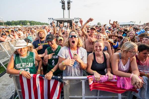 2 lễ hội âm nhạc Mỹ kéo theo hàng trăm ca nhiễm COVID-19 mới - ảnh 3