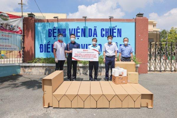 Trao tặng trang thiết bị y tế và buồng vệ sinh kháng khuẩn cho các bệnh viện dã chiến TP Hồ Chí Minh - Ảnh 1.