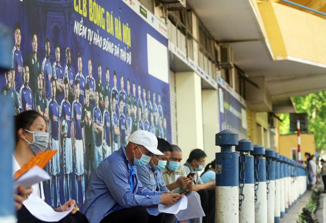 Hà Nội: Trưng dụng Nhà thi đấu Trịnh Hoài Đức thành nơi tiêm vaccine phòng COVID-19 - Ảnh 1.
