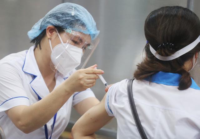 Hà Nội: Trưng dụng Nhà thi đấu Trịnh Hoài Đức thành nơi tiêm vaccine phòng COVID-19 - Ảnh 7.