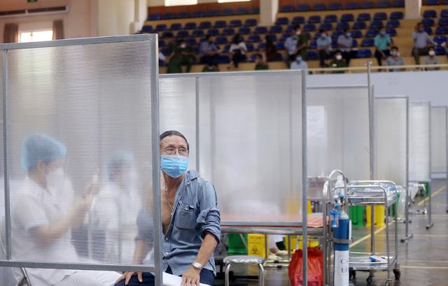 Hà Nội: Trưng dụng Nhà thi đấu Trịnh Hoài Đức thành nơi tiêm vaccine phòng COVID-19 - Ảnh 9.