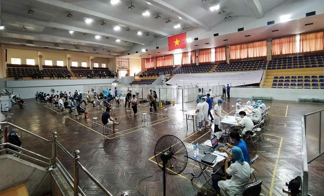 Hà Nội: Trưng dụng Nhà thi đấu Trịnh Hoài Đức thành nơi tiêm vaccine phòng COVID-19 - Ảnh 13.