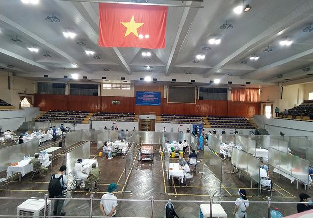 Hà Nội: Trưng dụng Nhà thi đấu Trịnh Hoài Đức thành nơi tiêm vaccine phòng COVID-19 - Ảnh 14.