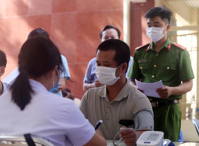 Hà Nội: Trưng dụng Nhà thi đấu Trịnh Hoài Đức thành nơi tiêm vaccine phòng COVID-19 - Ảnh 3.