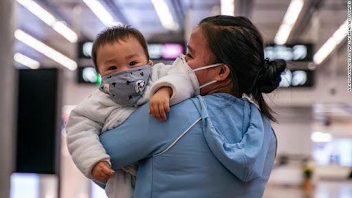 Chưa được tiêm vaccine, trẻ em có nguy cơ nhiễm COVID-19 cao