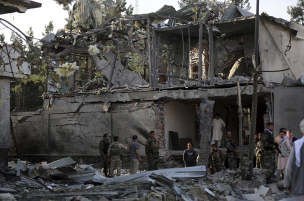 Tấn công nhằm vào quyền Bộ trưởng Bộ Quốc phòng Afghanistan, nhiều người thương vong - Ảnh 6.