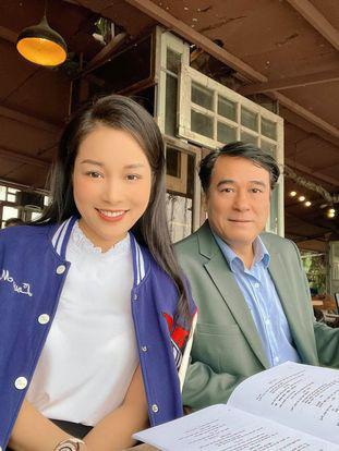 Sự hoán đổi không ngờ từ con gái thành bạn gái của Minh Hương với NSND Mạnh Cường trong 2 phim - Ảnh 4.