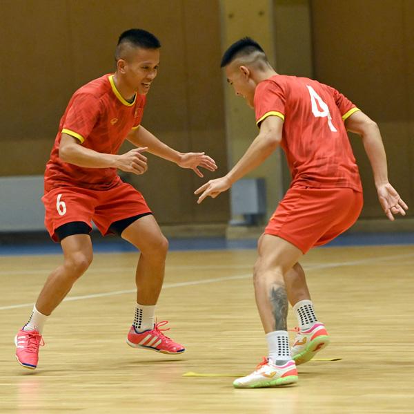 ĐT futsal Việt Nam hưng phấn trước trận gặp ĐT futsal Brazil - Ảnh 2.