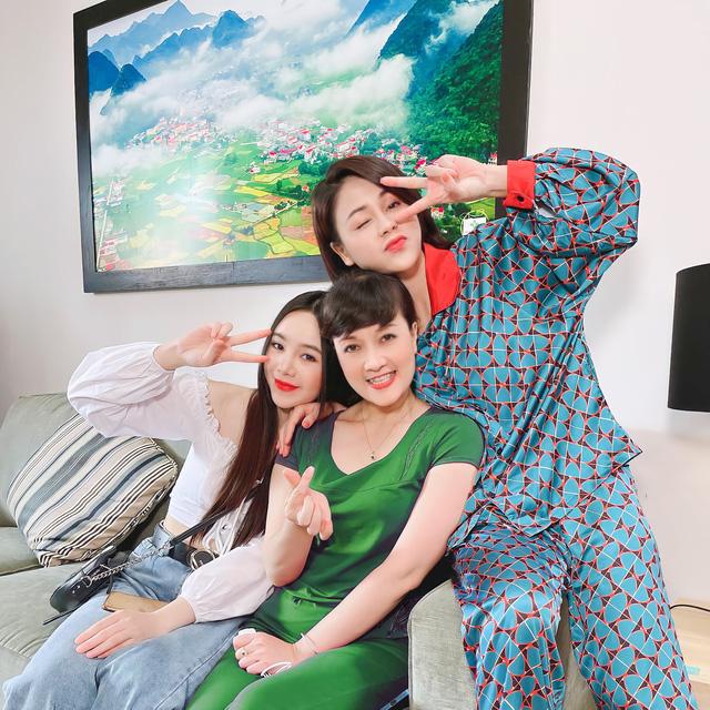 Thời trang đồ ngủ trên phim của Phương Oanh, Hồng Diễm cùng các nữ diễn viên - Ảnh 9.
