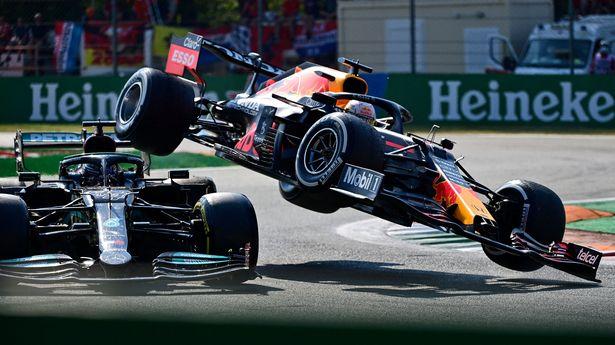 FIA vào cuộc điều tra vụ va chạm giữa Max Verstappen và Lewis Hamilton - Ảnh 1.