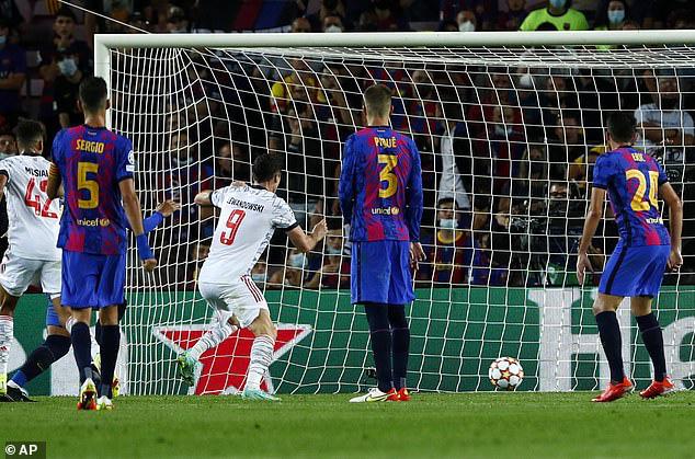 Lewandowski lập cú đúp, Bayern thắng dễ Barca ngay tại Camp Nou - Ảnh 3.