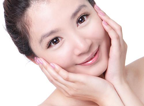 Bí quyết thu nhỏ lỗ chân lông to trên da mặt | VTV.VN