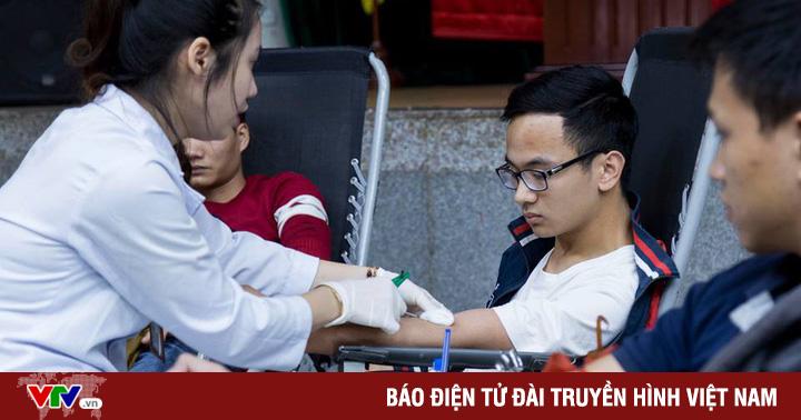 Hàng trăm người tham gia hiến máu, giúp tăng dự trự nhóm máu O đang bị thiếu