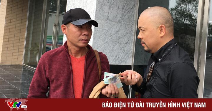 Táo quân 2019: Lộ ảnh ''cô Đẩu'' ''đút tiền'' cho NTK để có xiêm y đẹp