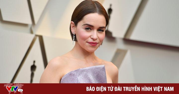 """""""Mẹ Rồng"""" Emilia Clarke tiết lộ từng trải qua 2 cuộc phẫu thuật não"""