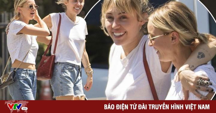 Miley Cyrus chia tay bạn gái đồng giới?