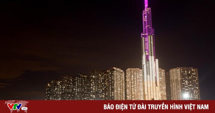 Hưởng ứng chiến dịch phòng chống ung thư vú, nhiều tòa nhà thắp sáng với màu hồng