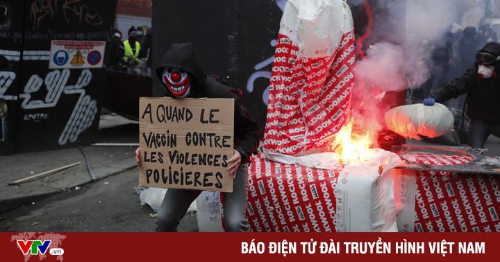 Biểu tình bạo loạn phản đối luật an ninh mới tại Paris, 22 người bị bắt