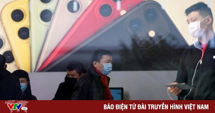 Apple kiểm tra thân nhiệt khách hàng khi vào mua iPhone