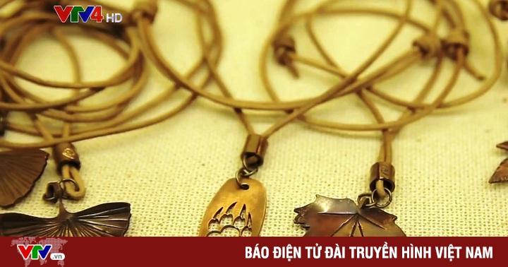 Độc đáo ứng dụng họa tiết Việt cổ trên trang sức đồng đỏ