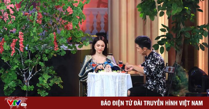 Hương Giang thẹn thùng khi được học trò tỏ tình tại ''Quý ông đại chiến''