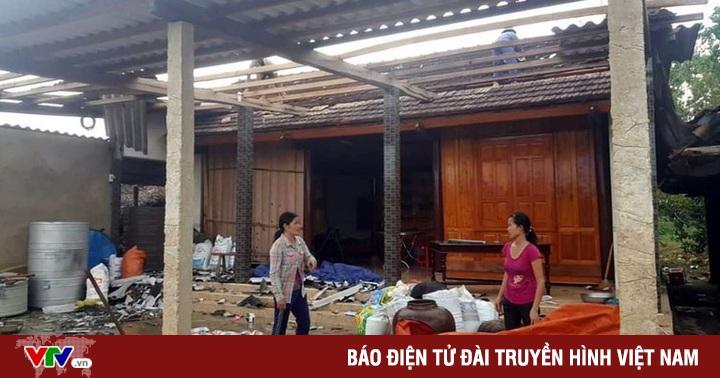 Lốc xoáy 'tốc mái' hơn 100 ngôi nhà ở Hà Tĩnh