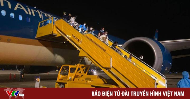 Đón hơn 340 công dân từ Hoa Kỳ hạ cánh xuống sân bay Vân Đồn an toàn