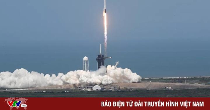VIDEO: Cuộc trò chuyện ''lịch sử'' của hai phi hành gia trên tàu vũ trụ SpaceX