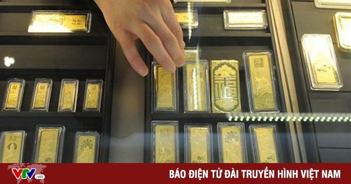 Vàng lập đỉnh, có nên rút tiền gửi tiết kiệm để mua vàng?