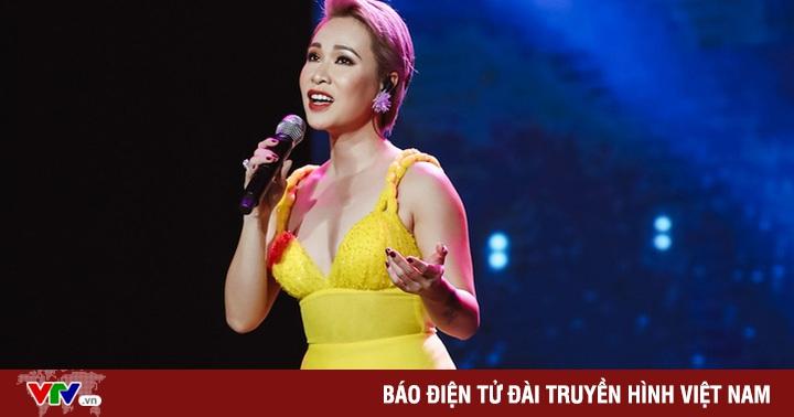 Uyên Linh, Minh Hằng biểu diễn trên sân khấu... không khán giả