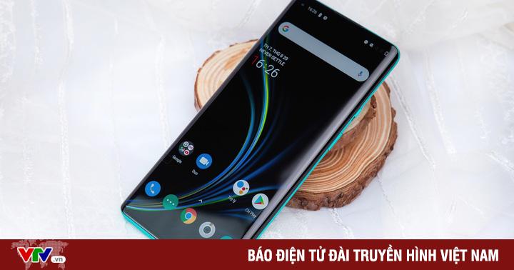 ''Sát thủ iPhone'' OnePlus 8 Pro 5G trình làng tại Việt Nam