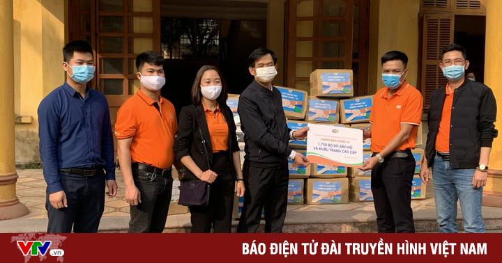 Trao tặng đồ bảo hộ y tế cho Hải Dương, Quảng Ninh cùng các tỉnh biên giới tuyến đầu phòng chống COVID-19