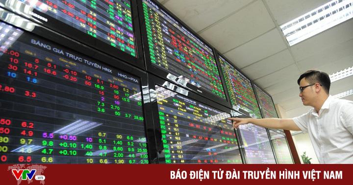 """Tạm chuyển cổ phiếu HSX sang HNX: Giải pháp """"ném đá ao bèo""""?"""