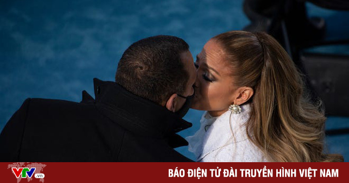 Jennifer Lopez và Alex Rodriguez: ''Chúng tôi tốt hơn chỉ là bạn bè''