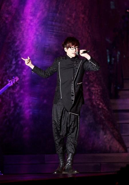 Huyền thoại của làng âm nhạc Hàn Quốc - Seo Taiji khuấy động bầu không khí bằng những ca khúc sôi động