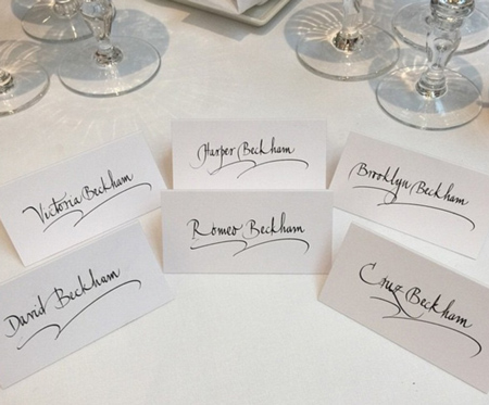 Bàn tiệc dành cho đại gia đình Beckham tại đám cưới của Elton John.