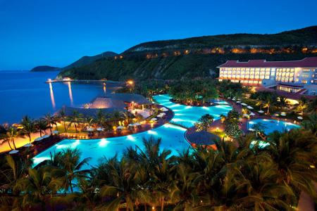 Vinpearl Resort Nha Trang lung linh về đêm