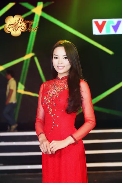 Hoa hậu Nguyễn Cao Kỳ Duyên vừa hoàn thành những cảnh quay trong Hương Tết Việt