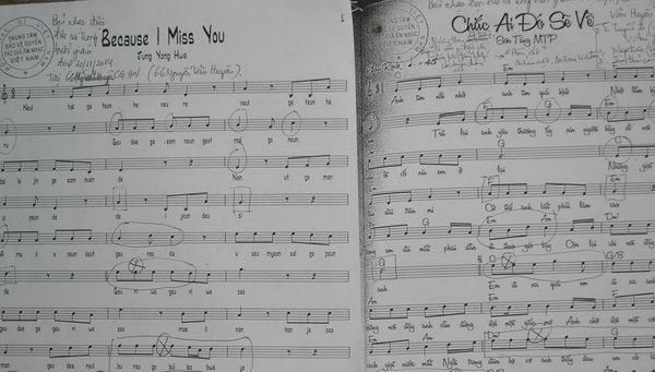Hai bản nhạc của hai bài hát Chắc ai đó sẽ về và Because I miss you do Trung tâm bảo vệ quyền tác giả âm nhạc Việt Nam cung cấp - Ảnh: V.V.TUÂN