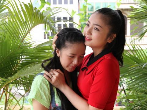 Diệu Hương (phải) và Hà Anh trong vai mẹ kế, con chồng