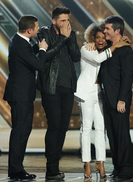 Ben Haenow (thứ hai từ trái sang) trở thành quán quân X Factor (Anh) năm 2014.