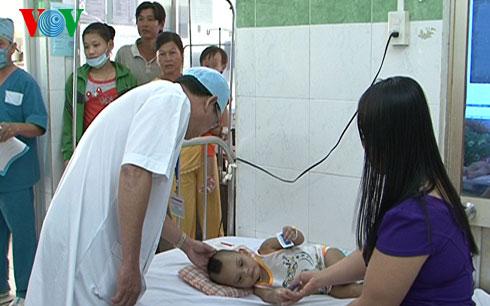 Bác sĩ Trần Văn Dễ- Quyền Giám đốc Bệnh viện nhi đồng Thành phố Cần Thơ cho biết, sức khỏe bé Khôi đã ổn định.