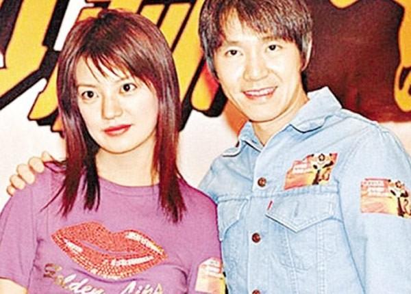 Triệu Vy và Châu Tinh Trì trong buổi ra mắt phim Đội bóng Thiếu Lâm.