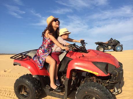 Vân Hugo cùng con trai 5 tuổi diễn xuất trong MV Single Mom