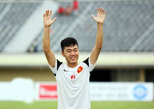 Xuân Trường vừa khiến khán giả thán phục với pha sút phạt tuyệt hảo, nâng tỷ số lên 2-0 cho U19 Việt Nam. (Ảnh minh họa)
